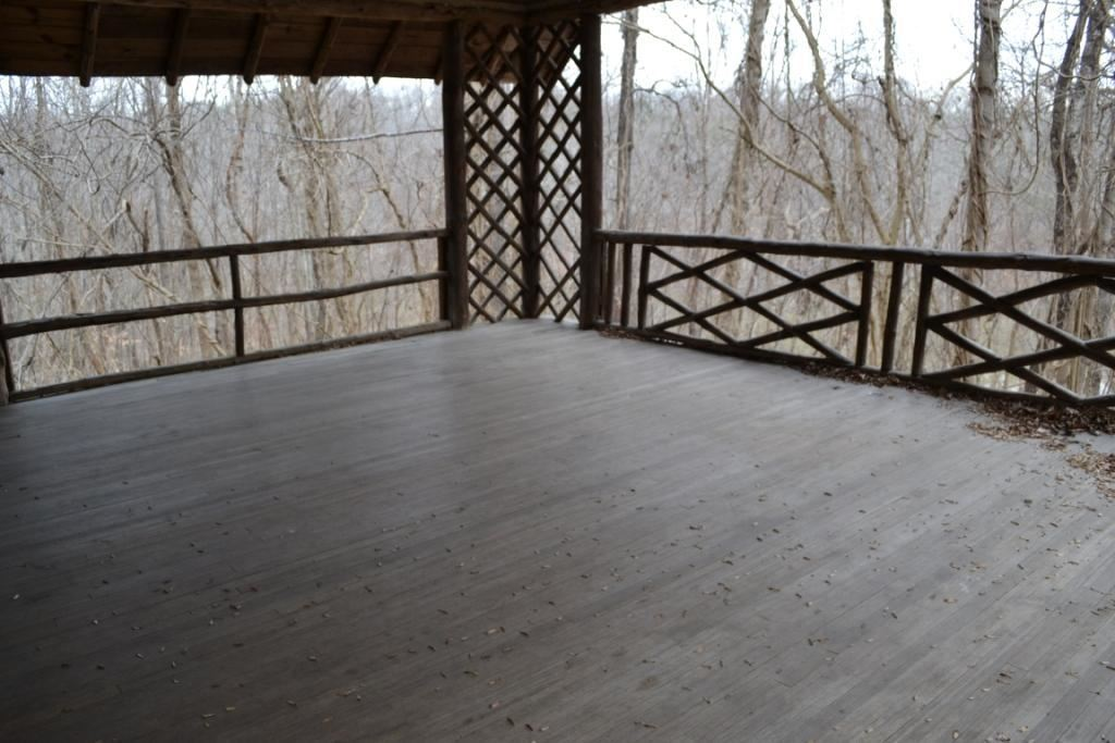 Spruce Pine Lodge Outdoor Balcony